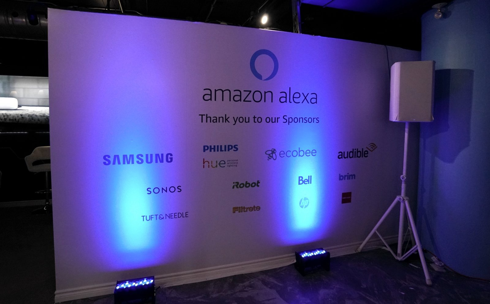 9893c1b622d6e Amazon Canada Opens First Physical Store in Canada at CF Toronto ...